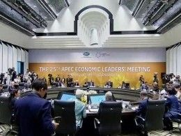Путин иТрамп пожали руки напервой всубботу встрече лидеров АТЭС