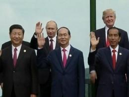 Саммит АТЭС вДананге: Путину иТрампу удалось переговорить довторой церемонии фотографирования