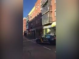 Пятый канал публикует видео изМадрида, где неизвестный взял взаложники людей вбанке