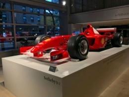 Ferrari F2001 легендарного Шумахера ушел смолотка за7,5миллиона долларов