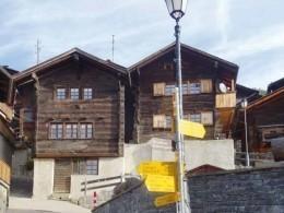 Швейцарцы готовы платить запереезд вихальпийскую деревню