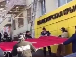 «Ядумала пожар!»— жительница Владивостока рассказала, как сотрудники МЧС спасли девушку