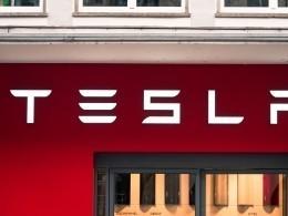 Работники Tesla: примерно 9 из10машин возвращаются надоработкупрямо сконвейера