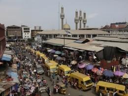 Неменее 17 человек стали жертвами мощного теракта вНигерии