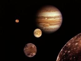 Наспутнике Юпитера уфологи нашликвадратный НЛО, потерпевший крушение