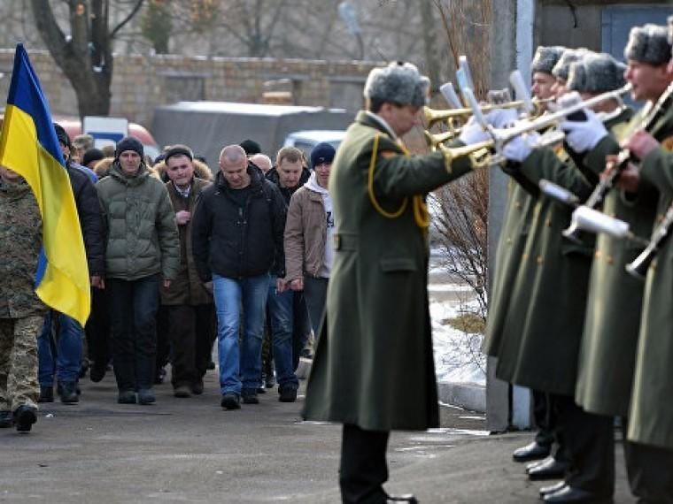 НаУкраине окончательно сорван осенний призыв насрочную службу вармию