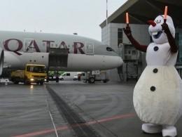 Первый рейс Qatar Airways впетербургском аэропорту Пулково встретил снеговик