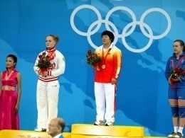 После дисквалификации китайской тяжелоатлетки золото Олимпиады -2008 получит россиянка Оксана Сливенко