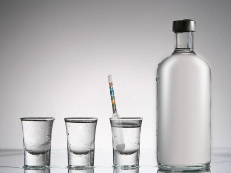 Кто изачем хочет «опустить градус» русской водке