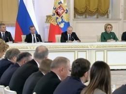 Власти небудут навязывать укрупнение регионов РФ— Владимир Путин