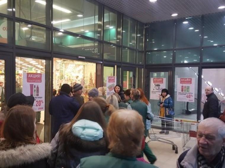 ВПетербурге эвакуировали посетителей гипермаркета «Окей»