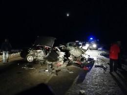 Смяло иискорежило: Страшное видео последствий ДТП вХМАО,гдепри столкновении легковушек погибли10 человек