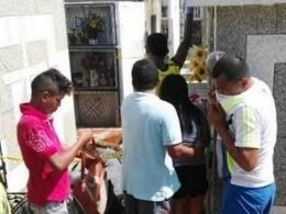 ВКолумбии обезумевший отгоря парень выкопал измогилы брата, чтобы отпраздновать Новый год
