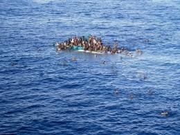 Более 25 стремящихся вЕвропу мигрантов утонули при крушении судна