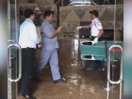Первое видео сместа обрушения вздании фондовой биржи вДжакарте