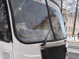 Переполненная маршрутка столкнулась савтобусом под Петербургом