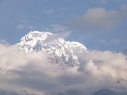 Спасатели эвакуировали француженку, застрявшую вГималаях