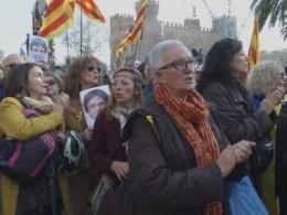 Митингующие вышли кзданию парламента вБарселоне