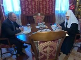 Видео: Владимир Путин поздравил Патриарха Кирилла сдевятой годовщиной интронизации