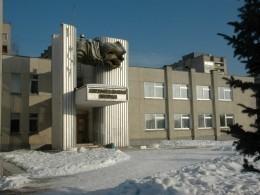 Вкалужской школе подросток ранил одноклассника ножом ивыпрыгнул вокно