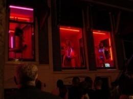 Туристам запретят разглядывать «жриц любви» вКвартале красных фонарей