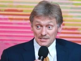 Песков об«официальном»портрете Путина: Унас нет таких традиций