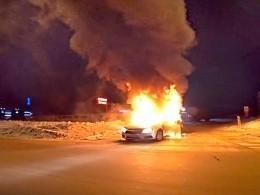 Момент взрыва автомобиля нанижневартовской АЗС попал навидео