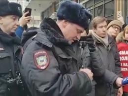 Полиция задержала пикетчиков, обвинивших Грудинина вприсвоении ихпаёв