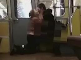 Похотливая парочка отметила 14февраля сексом ввагоне метро Нижнего Новгорода