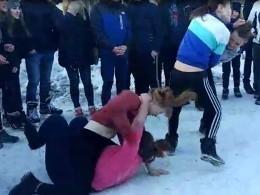 Кадры ожесточенной драки девочек-школьниц изЗлатоуста вызвали переполох всоцсетях