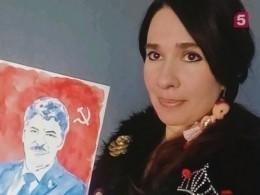 Рисующая грудью петербургская художница, представила портрет кандидата впрезиденты