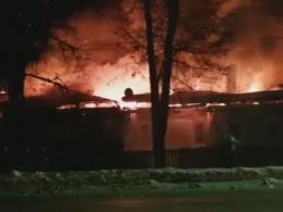 Страшный пожар вКалужской области оставил без крова несколько семей— видео
