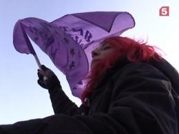 Феминистки провели митинг вцентре Петербурга