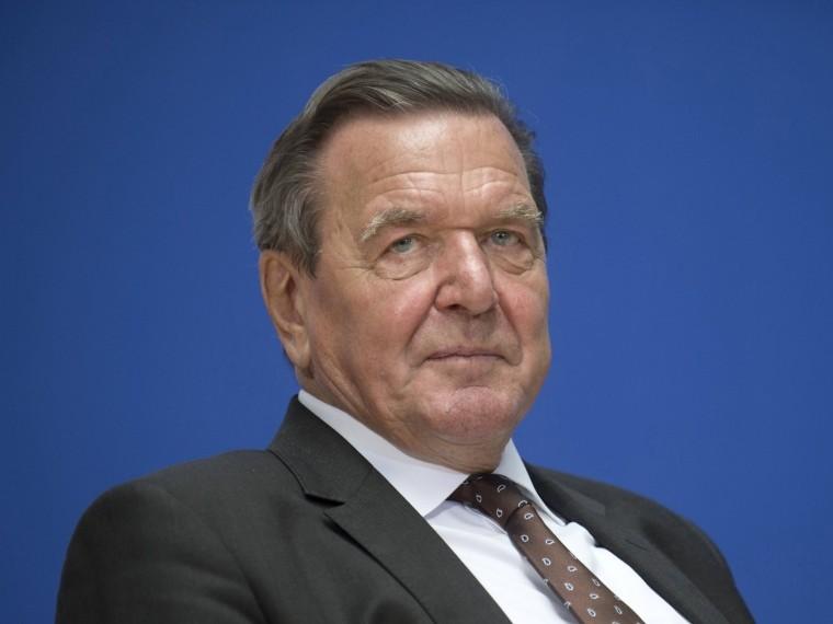 Экс-канцлер ФРГ нестанет пересматривать свое отношение кПутину
