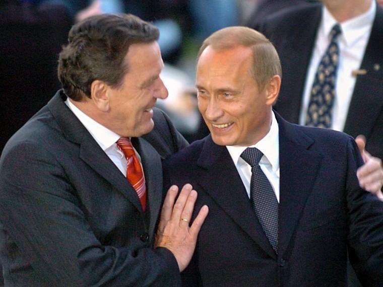 Экс-канцлер ФРГ Шредер неготов отказаться отдружбы сПутиным вугоду немцам