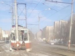 ВУльяновске трамвай, въехавший встолб, стал хитом интернета