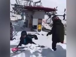 ВГрузии согромной высоты туристы рухнули сподъемника вниз