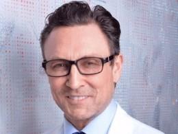 Известный американский пластический хирург обвинён впросмотре порнографии вовремя операции