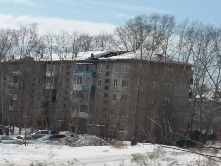 ВКрасноярском крае под тяжестью снега рухнула крыша многоэтажки