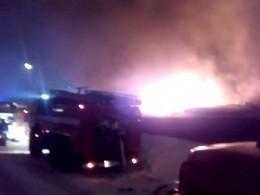 Очевидец опубликовал кадры мощного пожара нарынке вУльяновске