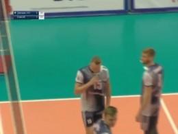 Волейболиста «Енисея» удалили сматча с«Динамо-ЛО» зато, что он«напал» наскамейку
