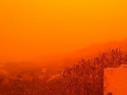 Африканская пыль превратила греческие пейзажи вмарсианские— опубликованы невероятные кадры
