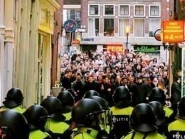 ВНидерландахполиция задержала почти сотню злобных английских футбольных хулиганов