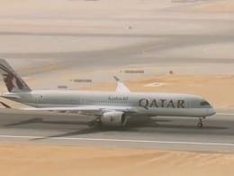Болид Формулы Еедва необогнал аэробус навзлёте ваэропорту Дохи вКатаре