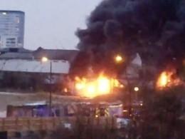 Опубликовано видео мощного пожара ввосточном Лондоне