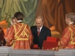 Стало известно,что подарил патриарху Путин