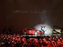 Tesla анонсировала выпуск полноприводного эелктромобиля