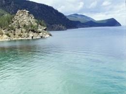 Побережье Байкала стремительно захватывают опасные водоросли