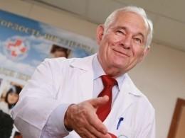 Нигде небыло легко работать: «Детский доктор мира» Леонид Рошаль отмечает 85-летие
