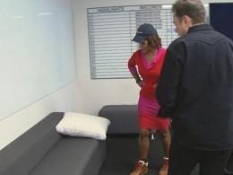 Илон Маск вынужден спатьпрямо назаводе нанеудобном диване